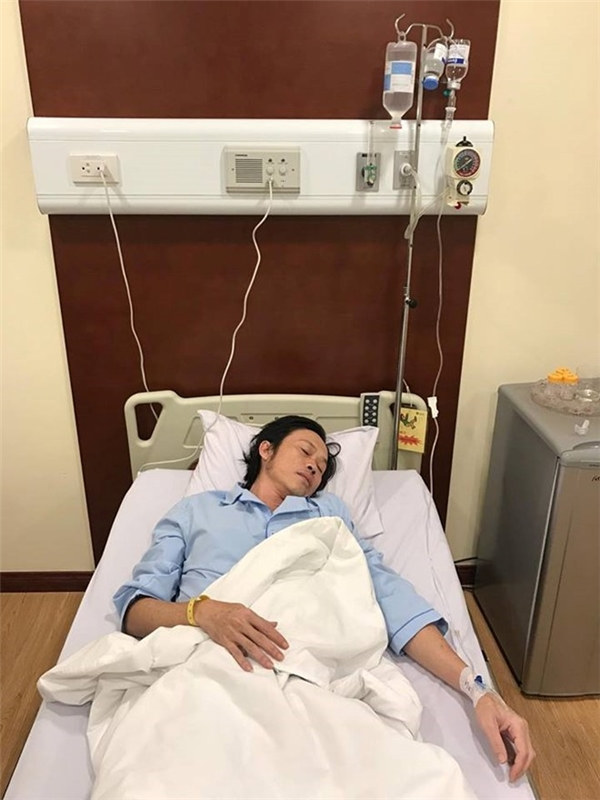 Trước đó vài ngày, NSƯT Hoài Linh đã phải nhập viện trong trạng thái lúc tỉnh, lúc mê, sốt kèm những triệu chứng do ngộ độc thực phẩm. - Tin sao Viet - Tin tuc sao Viet - Scandal sao Viet - Tin tuc cua Sao - Tin cua Sao