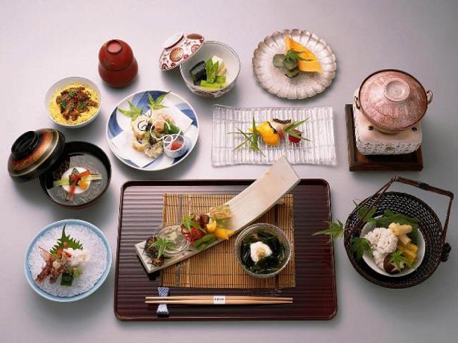 Bữa ăn của người Nhật thường quy tụ đủ 5 cách chế biến.