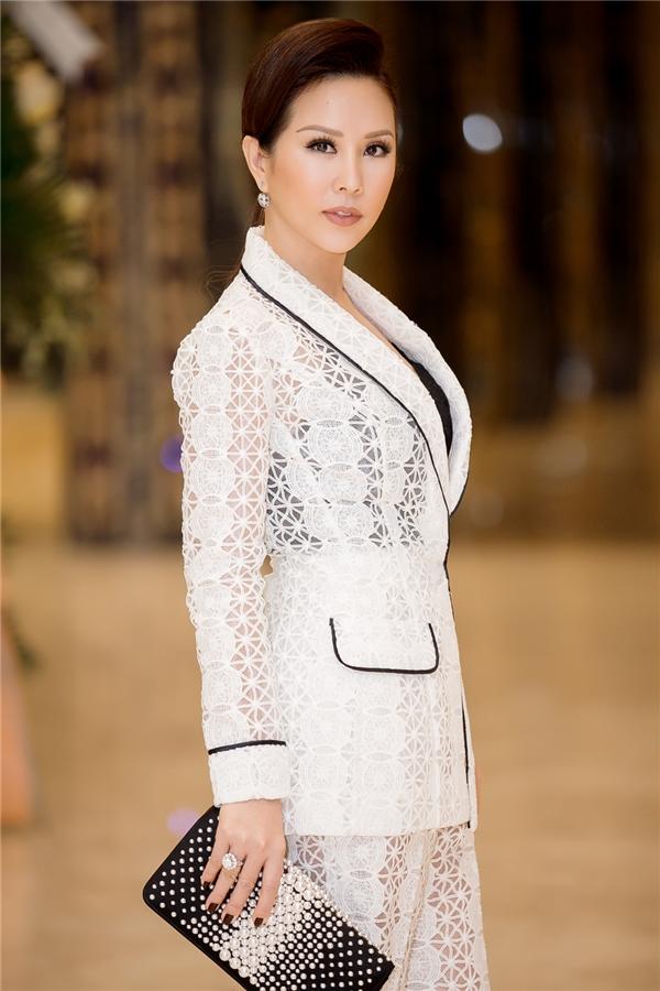 Hoa hậu Thu Hoài trẻ trung đọ sắc cùng Thanh Hằng