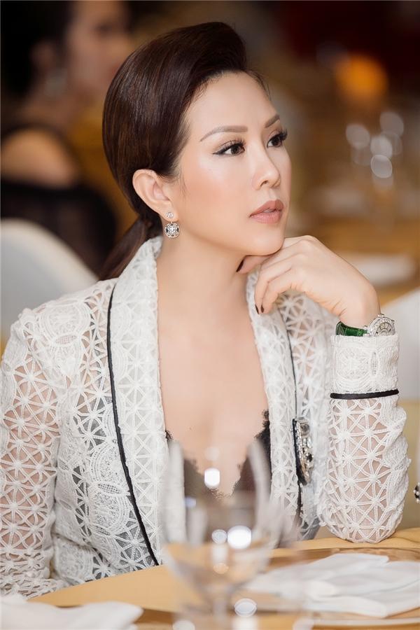 Đầu năm 2017 này, Thu Hoài từng khiến khán giả bất ngờ khi tậu xe có giá tiền tỉ. Tuy nhiên, cô hạn chế chia sẻ về thông tin này.
