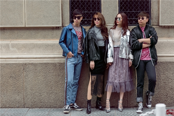 Các thành viên trong đội Yến Trangbao gồm: producer Kewt Hew, DJ Paranoid và biên đạo Lan Nhi. Cả đội của nữ ca sĩ nổi bật trên phố Sài Gòn với trang phục được phối theo phong cách cá tính, trẻ trung. - Tin sao Viet - Tin tuc sao Viet - Scandal sao Viet - Tin tuc cua Sao - Tin cua Sao