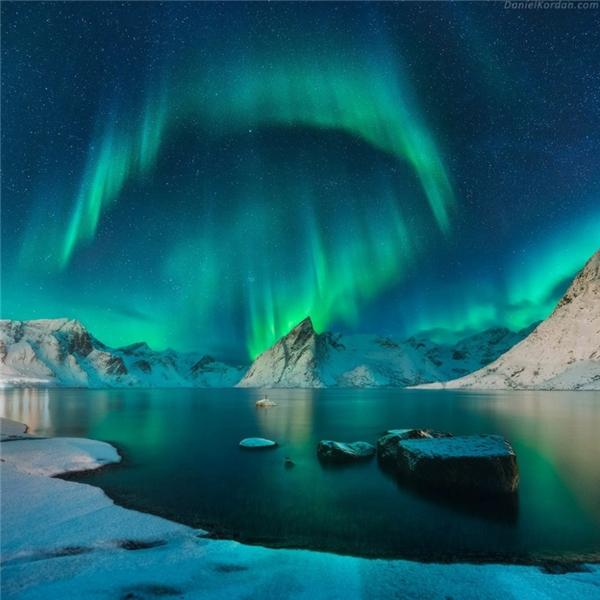 Cực quang tuyệt đẹp vần vũ trên nền trời Quần đảo Lofoten, Na Uy.