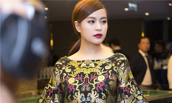 Ngoài việc đắt show ca hát, Hoàng Thùy Linh còn trúng hợp đồng quảng cáo lớn sau scandal năm xưa. Mới đây, cô còn được công nhận ở lĩnh vực âm nhạc với MV của năm cho Bánh trôi nước tại lễ trao giải YAN VPOP20. - Tin sao Viet - Tin tuc sao Viet - Scandal sao Viet - Tin tuc cua Sao - Tin cua Sao