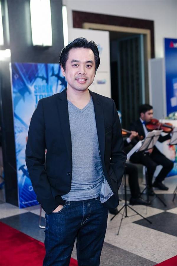 Nhạc sĩ Dương Khắc Linh diện trang phục đơn giản đến tham dự sự kiện.