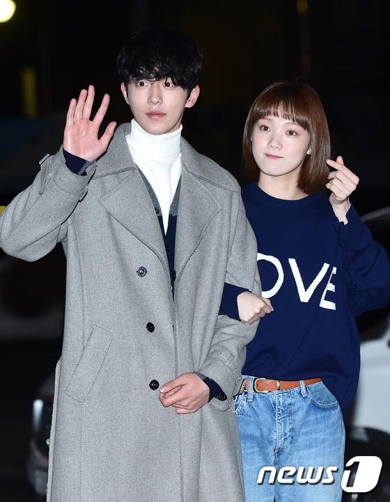 Sự kết hợp tuyệt vời của Nam Joo Hyuk và Lee Sung Kyung chính là yếu tố quyết định mang đến thành công cho Tiên nữ cử tạ. Dù chênh nhau đến tận 4 tuổi nhưng cặp đôi lại vô cùng hòa hợp về mặt ngoại hình lẫn nhan sắc.