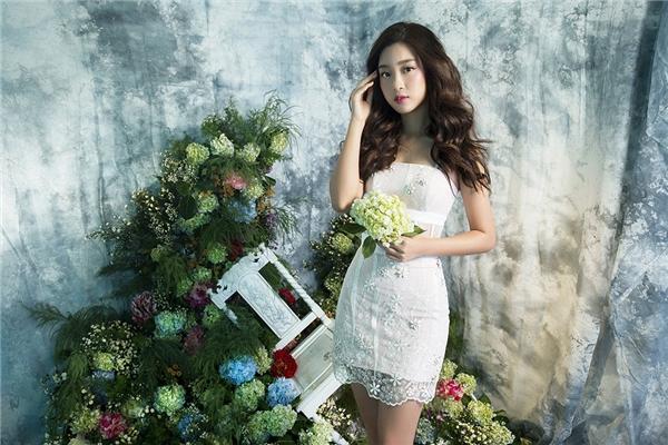Hoa hậu Mỹ Linh gợi cảm, mong manh giữa trời Xuân