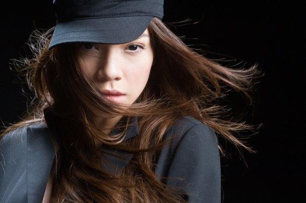 Nữ ca sĩ Hồ Ngọc Hà với thần sắc lạnh lùng, cuốn hút như một siêu mẫu. - Tin sao Viet - Tin tuc sao Viet - Scandal sao Viet - Tin tuc cua Sao - Tin cua Sao