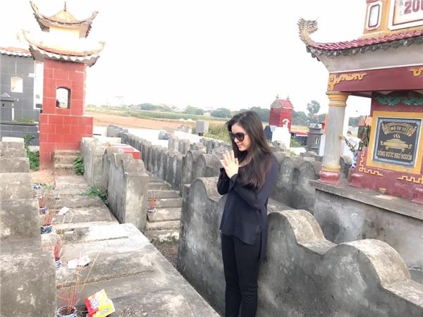 Lý Nhã Kỳ giản dị cùng chị gái về quê thăm ông bà - Tin sao Viet - Tin tuc sao Viet - Scandal sao Viet - Tin tuc cua Sao - Tin cua Sao
