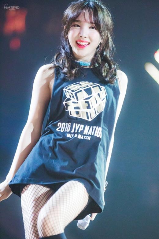Na Yeon răng thỏ không chỉ có đáng yêu mà còn vô cùng gợi cảm.