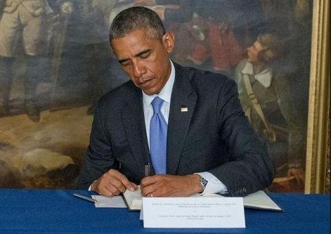 """Giống như 2 tổng thống tiền nhiệm Bill Clinton và George W.Bush, Tổng thống Obama cũng thuận tay trái. Trong lịch sử, nước Mỹ có tất cả 8 tổng thống thuận """"tay chiêu""""."""