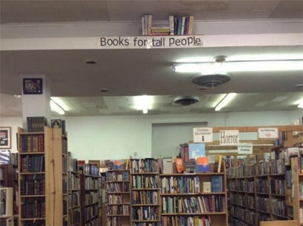 Và cuối cùng, để khỏi vất vả, đây là khu vực sách dành riêng cho người có chiều cao quá khổ.