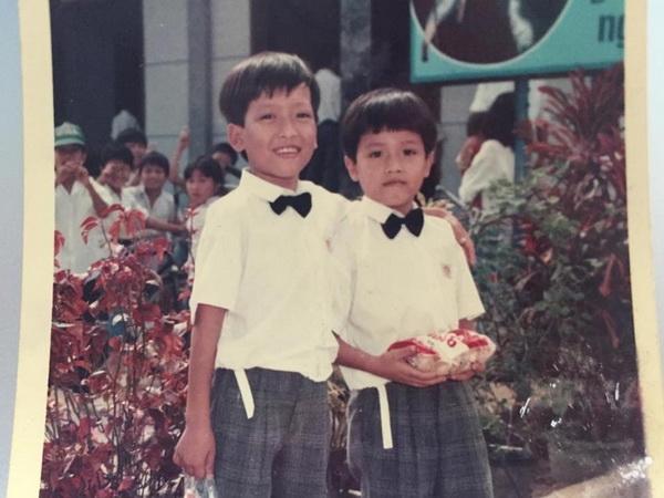 Cậu bé Trường Giang(bên trái) nhỏ bé với làn da bánh mật thuở ấu thơ. - Tin sao Viet - Tin tuc sao Viet - Scandal sao Viet - Tin tuc cua Sao - Tin cua Sao