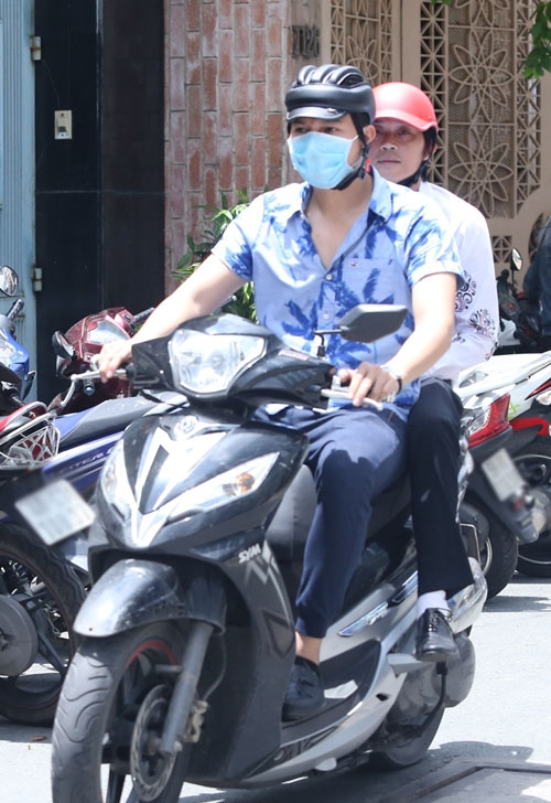 Giàu có, sở hữu xế hộp tiền tỷ nhưng sao Việt vẫn giản dị đi xe máy - Tin sao Viet - Tin tuc sao Viet - Scandal sao Viet - Tin tuc cua Sao - Tin cua Sao