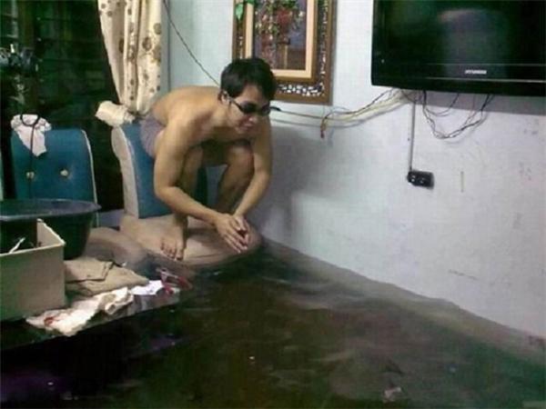 Vận động viên bơi lội trong nhà đã sẵn sàng cho phần thi của mình.(Ảnh: Internet)
