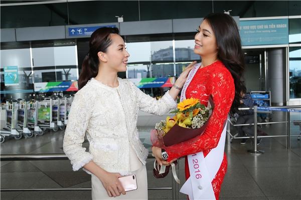 Ngoài ra, Á hậu Thiên Lý - Giám đốc Quốc gia của Hoa hậu Hoàn vũ Việt Nam cũng có mặt để động viên tinh thần cho Lệ Hằng. Trong chuyến đi sang Philippines vào tháng 12 vừa rồi, Thiên Lý cũng đồng hành và hỗ trợ cho Lệ Hằng khá nhiều.