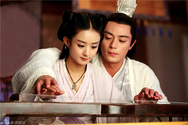 Hoa Thiên Cốt là bộ phim truyền hình ăn khách của năm 2015.