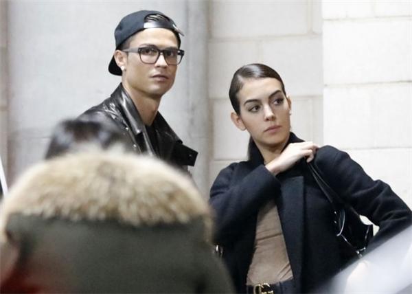 Sau đó họ đã chính thức khẳng định tin đồn hẹn hò bằng nhiều lần xuất hiện cùng nhau khác vào đầu tháng 12/2016.