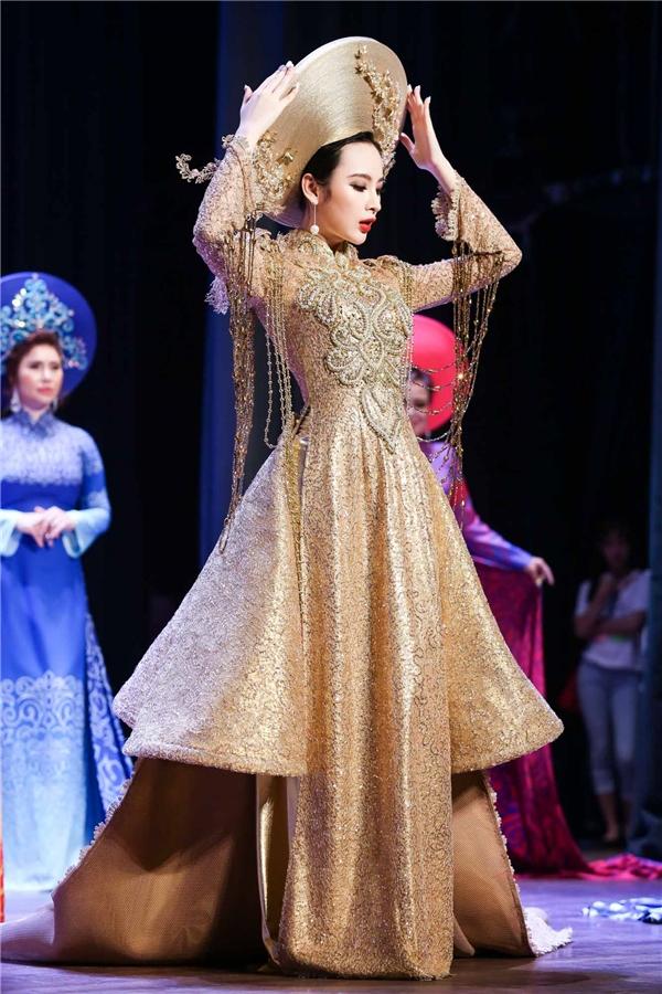 Angela Phương Trinh khoe lưng quyến rũ nhận giải Nghệ sĩ nữ của năm - Tin sao Viet - Tin tuc sao Viet - Scandal sao Viet - Tin tuc cua Sao - Tin cua Sao