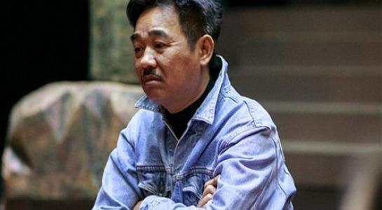 Diễn viên Quốc Khánh - người nổi tiếng với vai diễn Ngọc Hoàng trong nhiều mùa Táo Quân qua các năm. - Tin sao Viet - Tin tuc sao Viet - Scandal sao Viet - Tin tuc cua Sao - Tin cua Sao