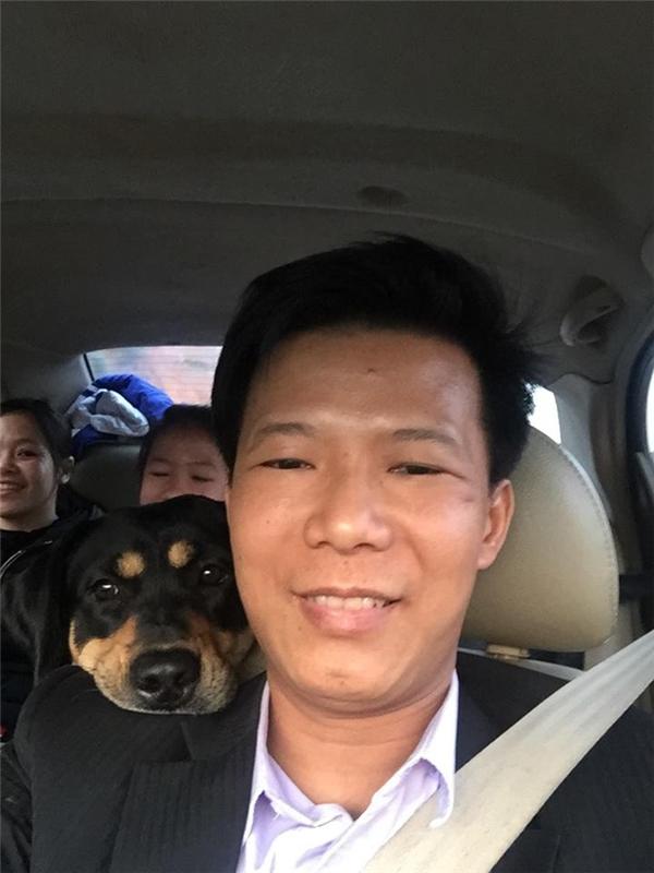 Bức ảnh gia đình anh chủ chụp cùngMiakhi đưa chú chó tớinhà mới.(Ảnh: FBNV)