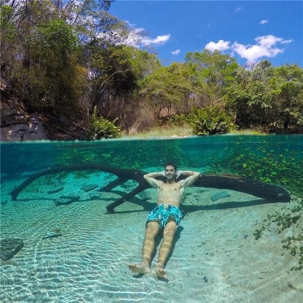 """Để chụp được những tấm hình thế này, bạn phải tập thở dưới nước cho quen mới có thể giữ vẻ mặt """"bình thường""""."""