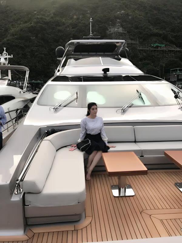 """Theo nguồn tin riêng, Lý Nhã Kỳ """"tậu"""" chiếc du thuyền xa hoa được vài tháng nay. Cô thường xuyên đưa đón người thân đi chơi và du ngoạn. - Tin sao Viet - Tin tuc sao Viet - Scandal sao Viet - Tin tuc cua Sao - Tin cua Sao"""