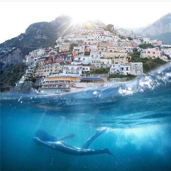 Kiểu ảnh người dưới nước - phong cảnh ở trên được nhiều người chuộng nhất.