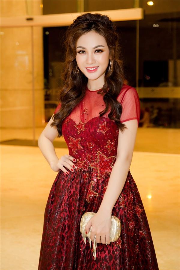 V-biz sắp chào đón một nữ ca sĩ xinh đẹp mang tên Kelly Nguyễn!