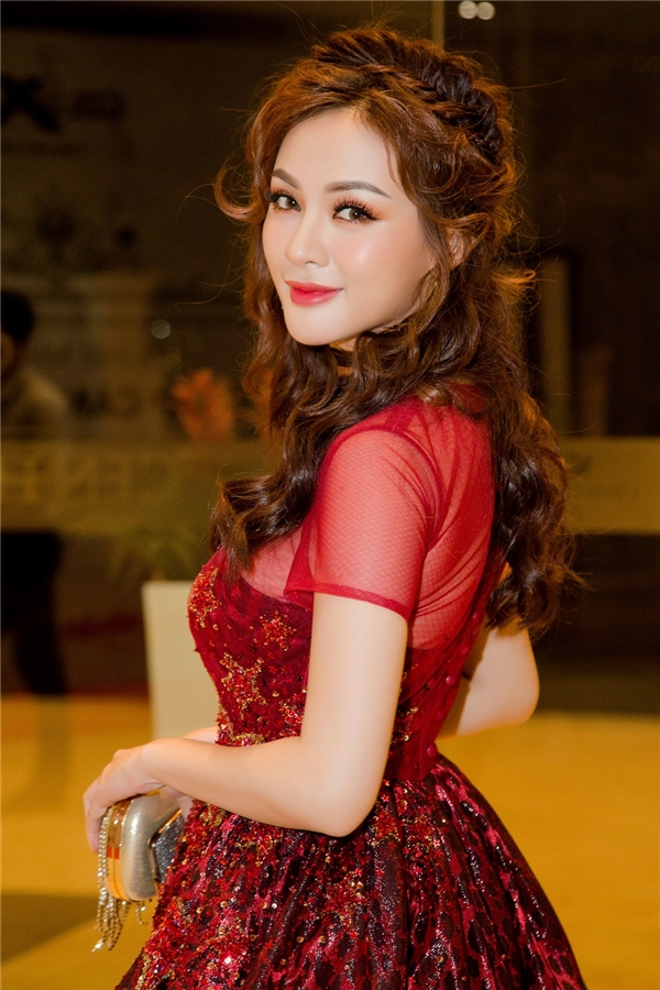 Cô hot girl xinh đẹp luôn hút mọi ánh nhìn bởi vẻ gợi cảm, quyến rũ.