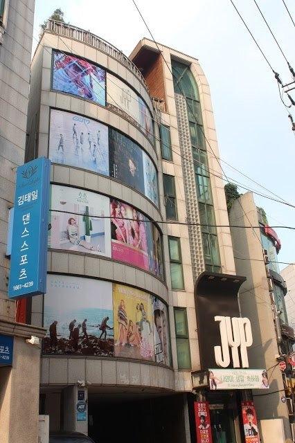 Poster Wonder Girls ở trụ sở JYP trước đây...