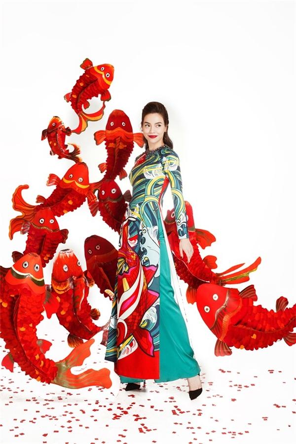 Cận kề ngày Tết, mỹ nhân Việt xúng xính đọ sắc với áo dài