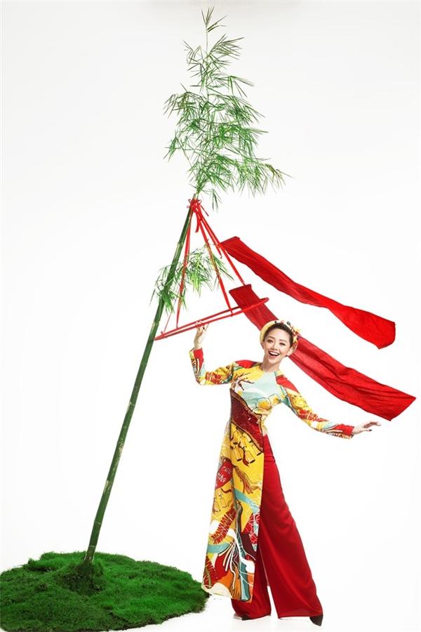 Hồ Ngọc Hà, Tóc Tiên từ hình ảnh gợi cảm cũng trở nên mềm mại, duyên dáng với áo dài truyền thống.