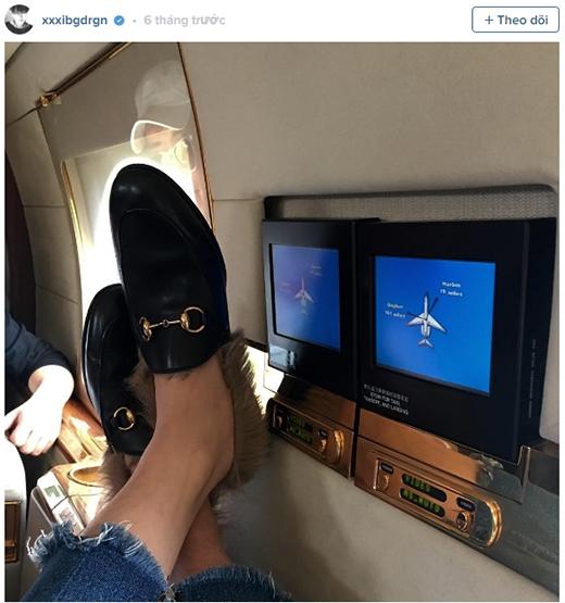 Hay trước đây G-Dcũng đăng ảnh anh lái phi cơ riêng, một điều chứng minh cho sự giàu có và thành công của anh.