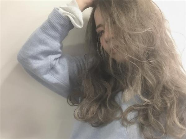 Hiện tại màu tóc này đang được các hot girl, ulzzang hàng đầu Châu Á cực kì yêu thích và dự sẽ trở thànhcơn sốt bùng nổ trong thời gian tới.