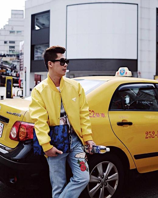 Mặc dù đang tận hưởng không khí Tết Tây tại Đài Loan nhưng anh chàng stylist - fashionisto Travis Nguyễn không quên cập nhập xu hướng thời trang cá tính của riêng mình cho một buổi chiều vàng tươi tắn trên fanpage cá nhân.