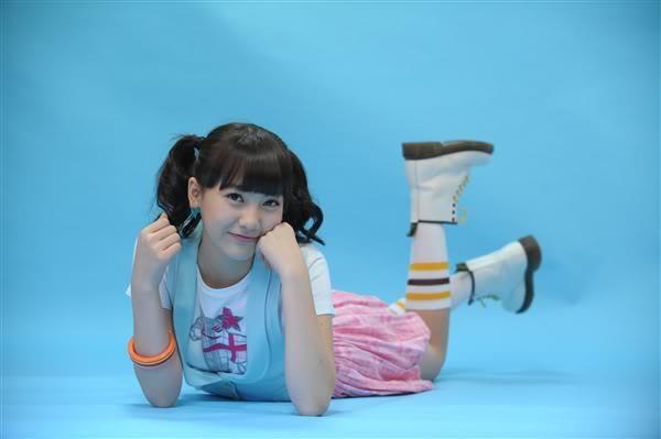 Debut vào năm 2008 cùng với Kara, Ji Young lúc ấy chỉ là một cô bé14 tuổi thơ ngây và trong sáng.