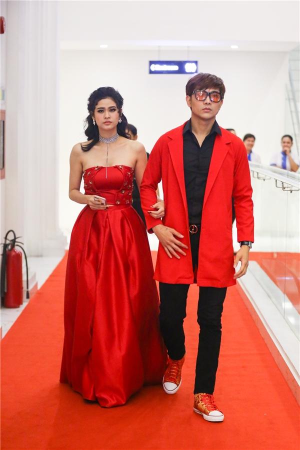 Tim - Trương Quỳnh Anh lộng lẫy với đồ đôi trên thảm đỏ sự kiện