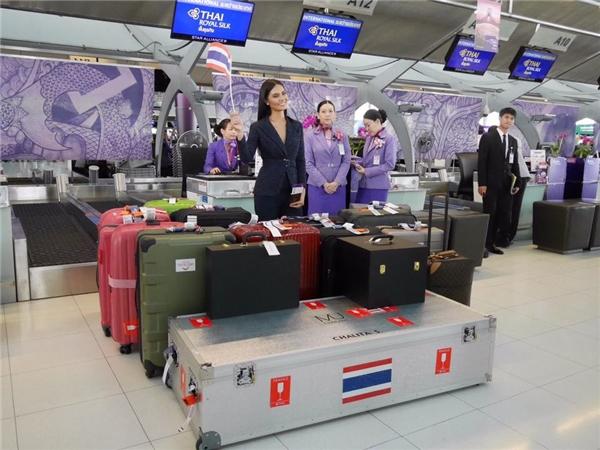 Hoa hậu Thái Lan mang hơn 300kg hành lí tham gia Miss Universe