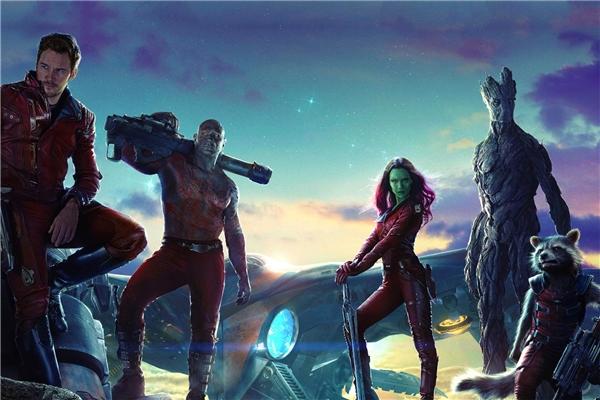 Với những thành công vang dội của phần 1 vào mùa hè 2014, đạo diễnJames Gunnđã có bước tiến đầy mạo hiểm khi đưa lên màn ảnh rộng sự xuất hiện của những nhân vật vô cùng mới mẻ. Đó chính là nhóm Vệ binh dải ngân hà cùng những thành viên mới sừng sỏ khác.