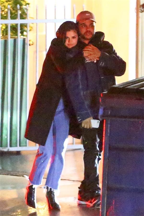 """Rộ tin tình cũ The Weeknd khó chịu, """"ganh đua"""" với Selena Gomez"""