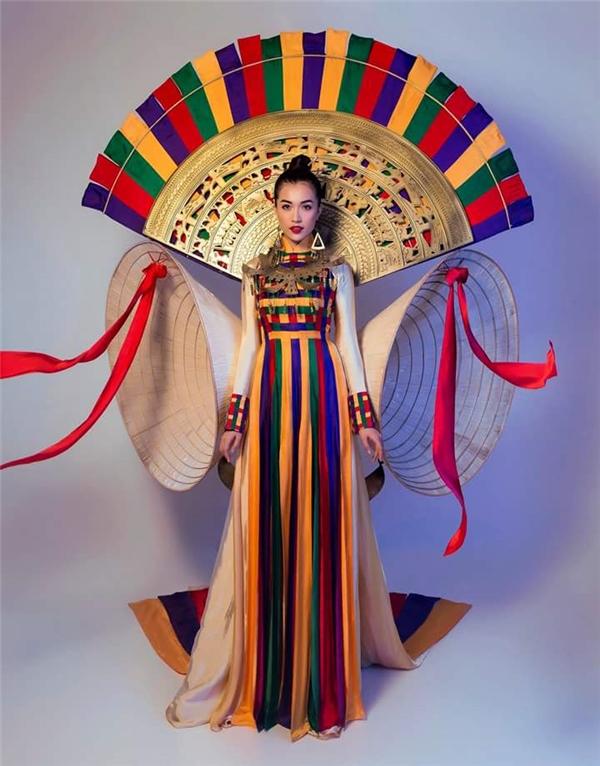 Mẫu thiết kế lấy ý tưởng từ nón lá và chùa Thiên Mụ xứ Huế.