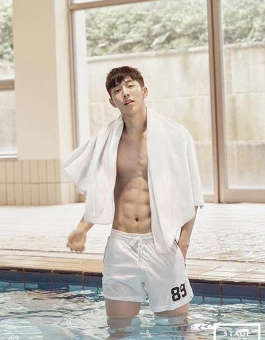 """Với lợi thế là một người mẫu nên số đo hình thể của chàng """"Kình ngư"""" Nam Joo Hyuk cũng khiến người khác phải ghen tị."""