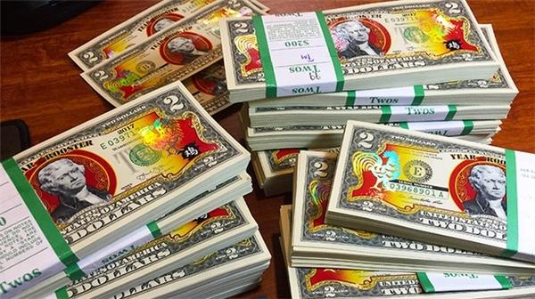 Tờ 2 đô in hình gà mừng Tết Đinh Dậu. (Ảnh: Internet)