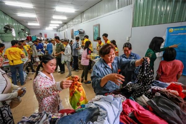 Phiên chợ có thể đáp ứng sức mua của 200 - 300 người.(Ảnh: T.N)