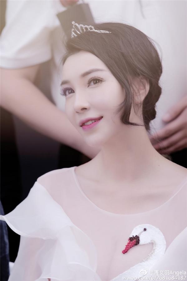 Ngoài là diễn viên đóng thế, Châu văn Vũ còn làngười mẫu thời trang, đại diện mĩ phẩm của nhiều nhãn hàng trên mạng.