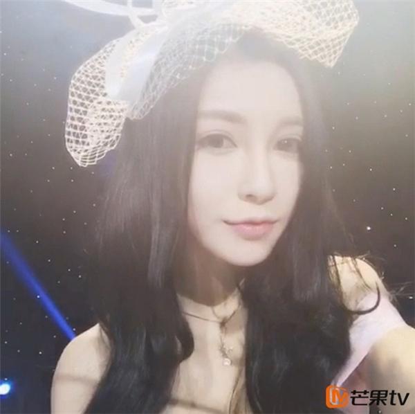 Châu Văn Vũ sinh năm 1995 và là diễn viên đóng thế nhân vật Bạch Sính Đình của Angela Baby trong Cô phương bất tự thưởng.