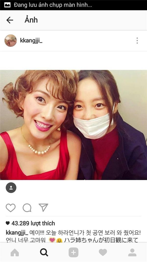 Hình ảnh Koo Hara và Seung Yeon đến cổ vũ cho Ji Young đã khiến cộng đồng Kamilia (tên fanclub của Kara) được ấm lòng sau sự rời đi của Nicole và Ji Young.