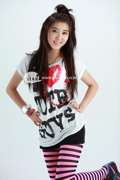 So Hyun được debut vào đội hình 4 minutes vào năm 2009 với vai trò là main dancer cùng với Hyun A.