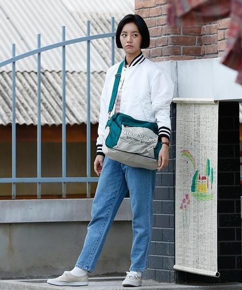 Tạo hình ngộ nghĩnh, đáng yêu của Lee Hye Ri trong bộ phim Reply 1998 được nhiều bạn trẻ thích thú
