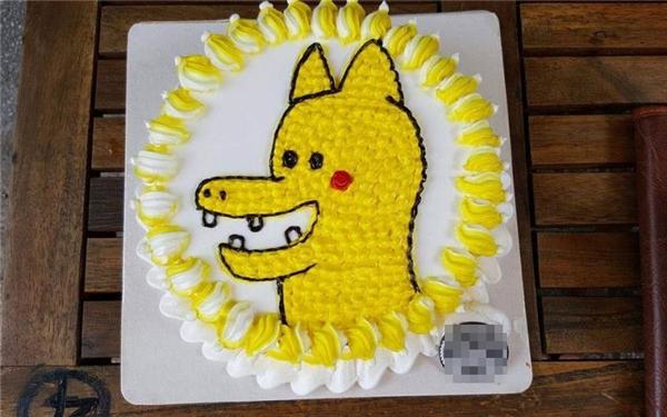 Chiếc bánh kem đáng yêu với phiên bản rồng vàng pikachu 4 răng.(Ảnh: Internet)